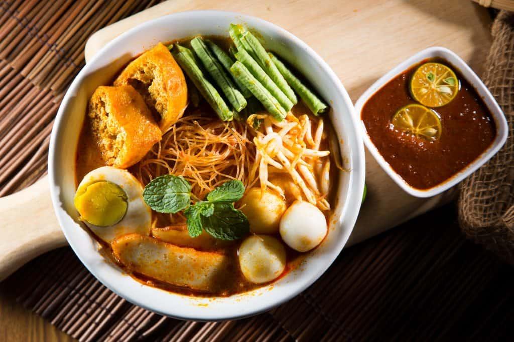 curry-laksa-and-sauce