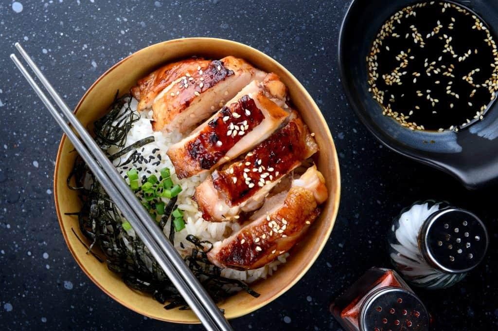 teriyaki-chicken-bowl-and-sauce